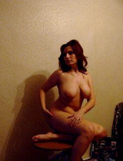 Девушка ищет парня для горячего интима